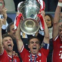 Champions League Finale - Mannschaft mit Pokal