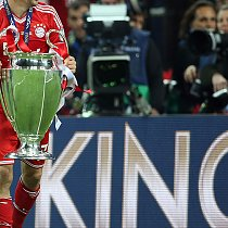 Champions League Finale - Ribery mit Pokal