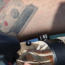 Fotograf mit Tattoo