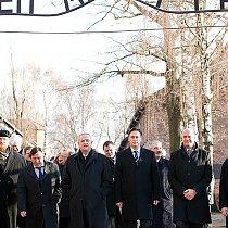Volkswagen-Vorstand besucht Gedenkstätte Auschwitz