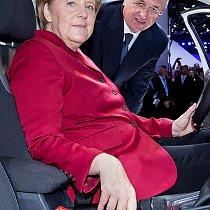 IAA - Merkel besucht Volkswagen